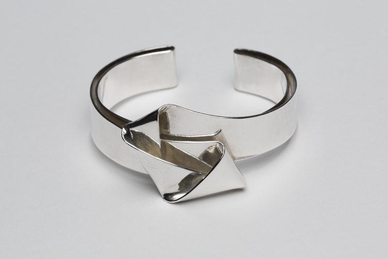 Armband mit Faltung