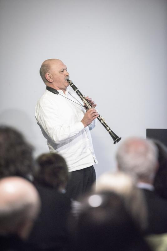 Köbi Gantenbein hielt für Uli Huber eine musikalsiche Laudatio, Foto: Christof Eugster