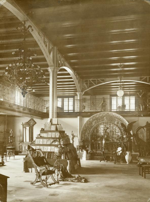 Bern, Kornhaus, Muster- und Modellsammlung, Ausstellungsraum mit Galerie (heute Stadtsaal), nach dem Umbau, um 1898, Foto: Staatsarchiv des Kantons Bern, T.B Orte 985